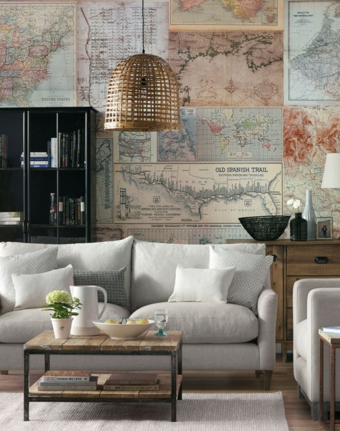 wohnideen wohnzimmer weißes sofa weltmappe wanddeko rustikaler couchtisch