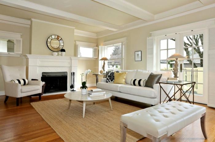 wohnzimmer beige kamin helle möbel stilvolle einrichtung