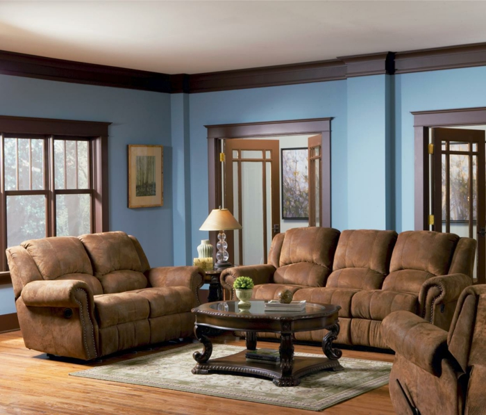 wohnzimmer braun blaue wände braune möbel