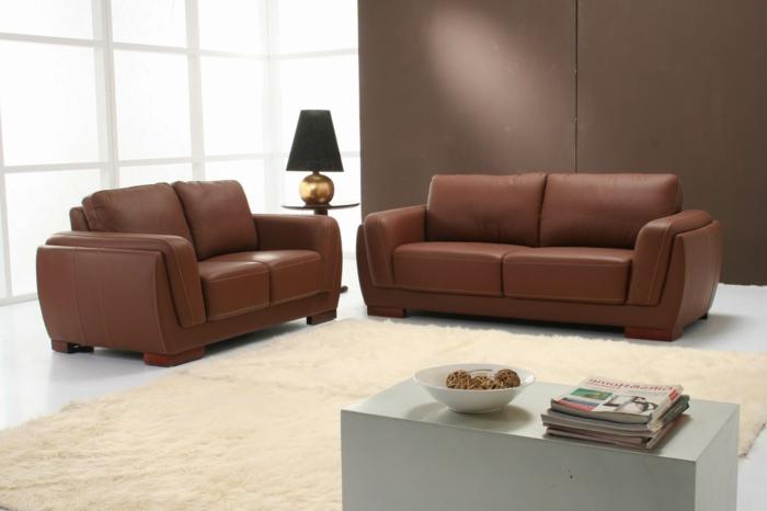 wohnzimmer braun braune sofas weißer boden heller teppich creme