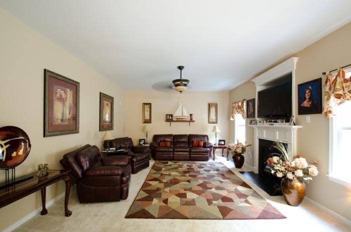 wohnzimmer braun cooler geometrischer teppich helle wnde - Wohnzimmer Braun