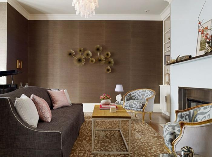 wohnzimmer braun wanddesign schöner teppich kamin