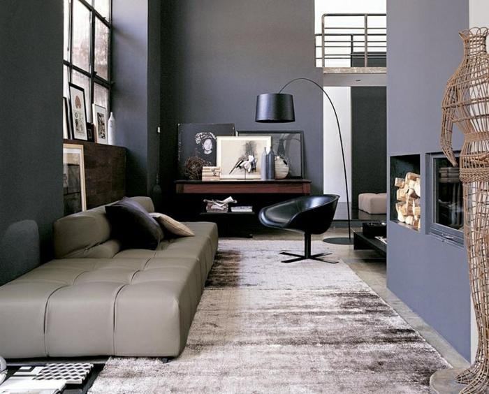 wohnzimmer wände grau:wohnzimmer grau graue wände heller teppich cooler sessel kamin
