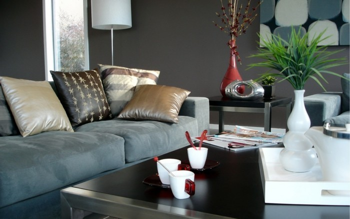 Wohnzimmer Grau Schickes Sofa Dunkle Wandfarbe