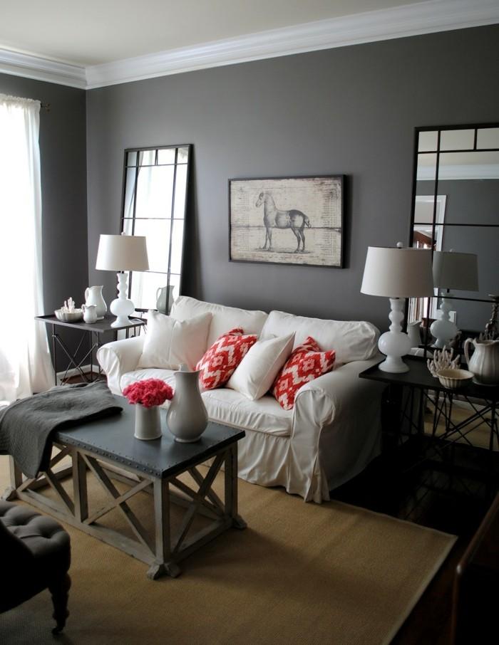 wohnzimmer grau weißes sofa sisalteppich rote akzente