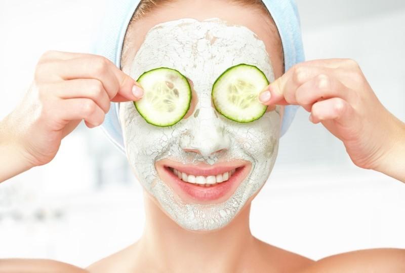 Gesichtsmasken selber machen Gurken Augenringe schöne Haut Tipps