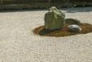 Länderorientierte-Gartengestaltung-rustikale-Gartendeko-Steingarten-gestalten
