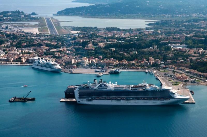 Nach Korfu reisen Insel Korfu Griechenland Jachthafen