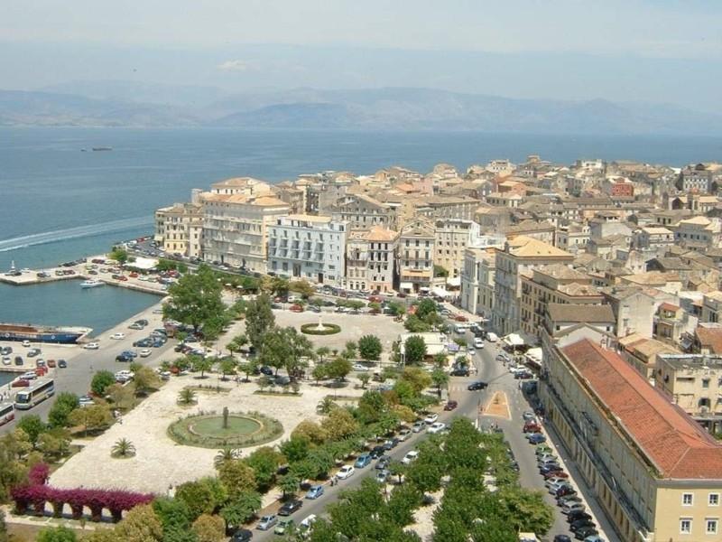 Nach Korfu reisen Stadtansicht von oben