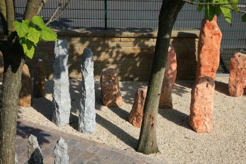 Natursteine Natursteinbrunnen Gartenbrunnen bauen Steingarten
