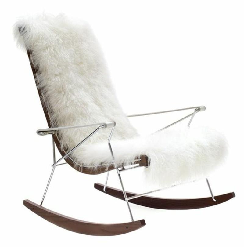 Schaukelstuhl mit Felldecke klassisches Design Schaukelstühle