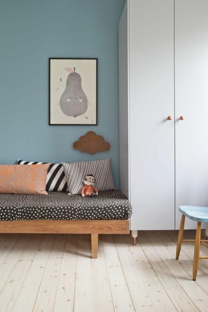 Sofa Kinderzimmer gestalten Kinderzimmer Wandfarbe Blau