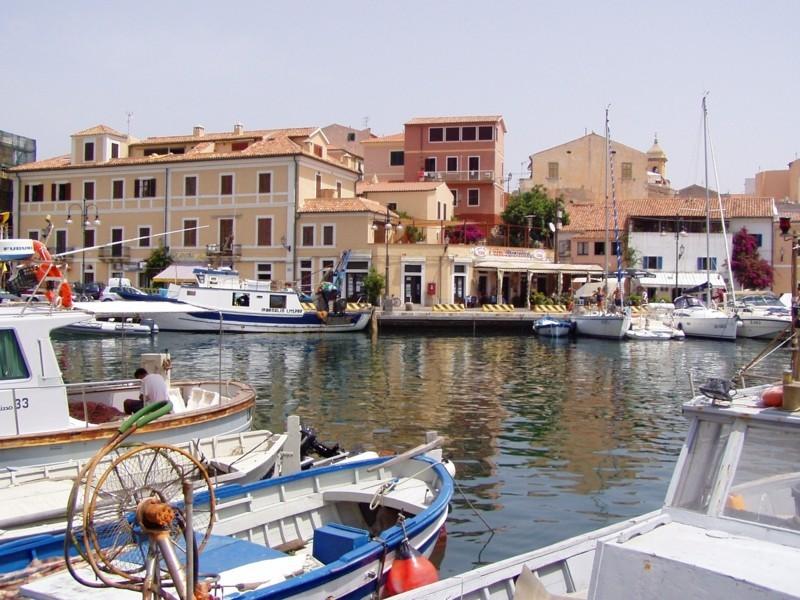 Urlaub Sardinien Sommerurlaub Reiseziel Italien La Maddalena Hafen
