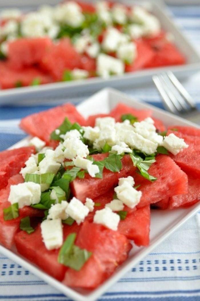 Wassermelone Diät Sommerparty gesunde Ernährung Wassermelone Salat mit Feta Käse