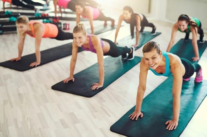 bauchfett verlieren yoga praxis gesund leben