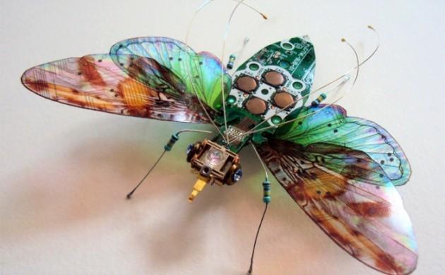 computerteile-gebraucht-fliege-kreative-kunst-upcycling