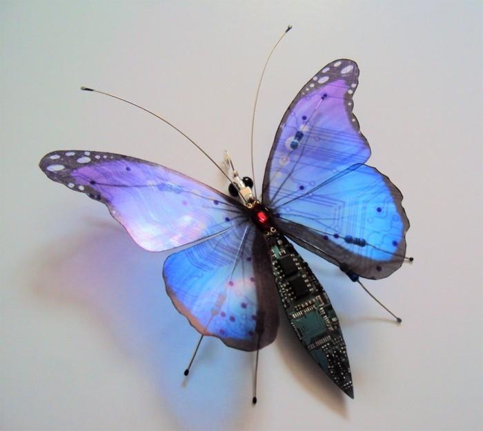 computerteile upcycling kunst blauer schmetterling