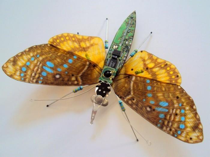 alte computerteile werden zu fabelhaften upcycling insekten. Black Bedroom Furniture Sets. Home Design Ideas