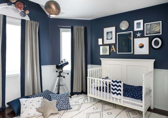 deko ideen kinderzimmer babyzimmer gestalten dunkle wände blau