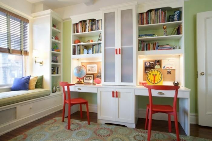 deko ideen kinderzimmer grüne wände farbiger teppich weiße möbel globus