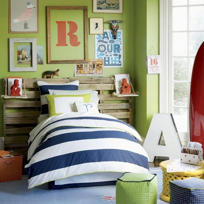 deko ideen kinderzimmer grüne wände paletten bettkopfteil