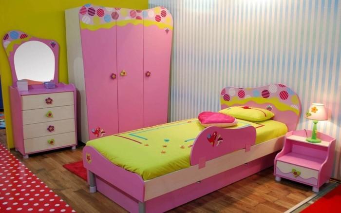deko ideen kinderzimmer streifentapete rosa möbel niedliche griffe