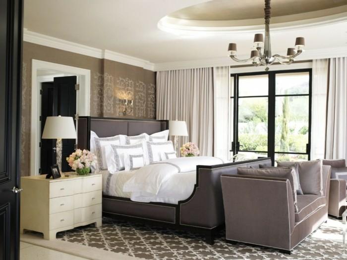 deko ideen schlafzimmer beige wände schlafzimmerbank teppichmuster