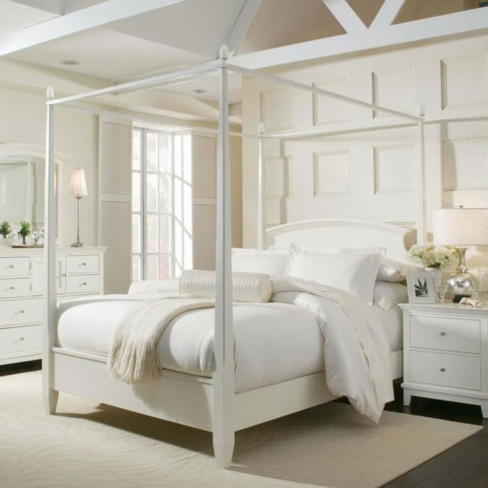 deko ideen schlafzimmer weißer teppich blumendeko himmelbett