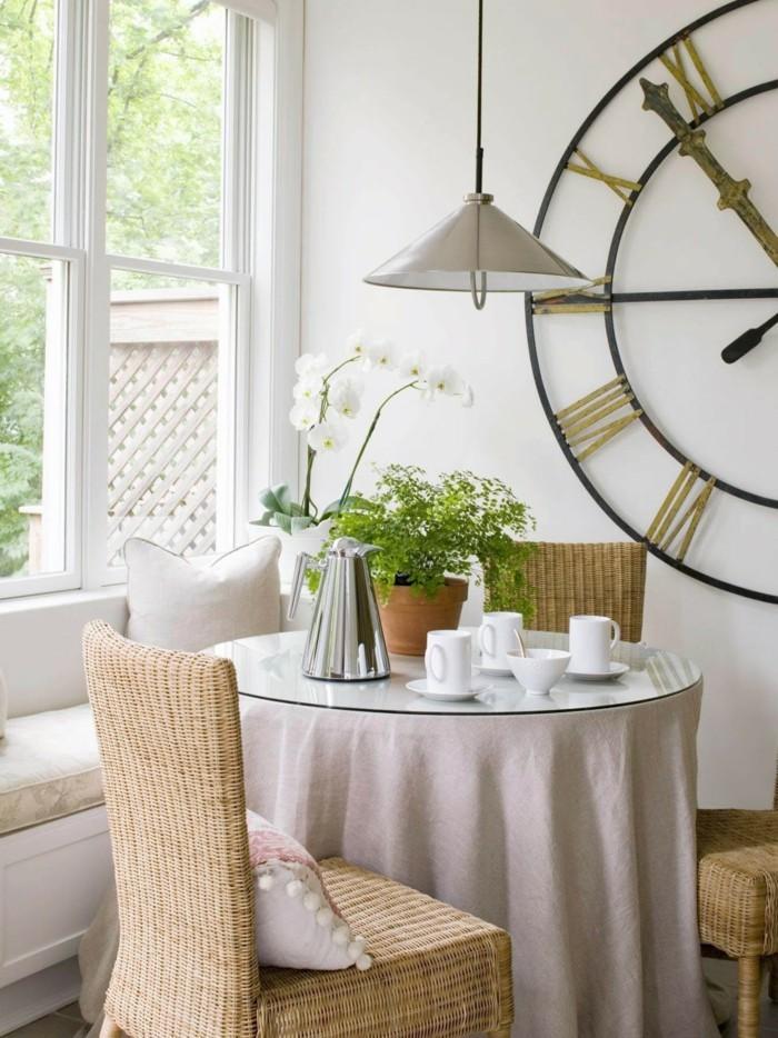 dekoideen essbereich vintage wanduhr hängelampe