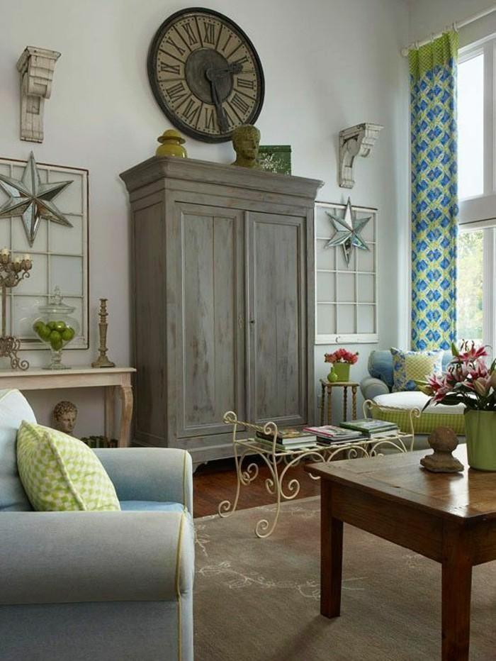 dekoideen vintage wanduhr gardinen grün blau beiger teppich
