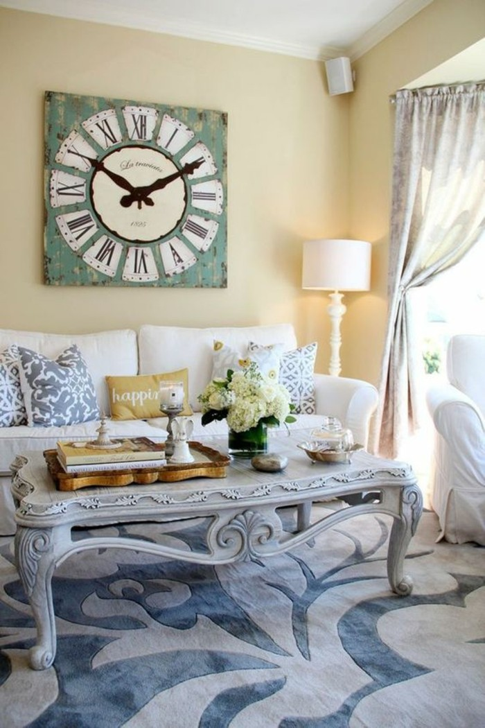 dekoideen vintage wanduhr wohnzimmer hellgelbe wändfarbe