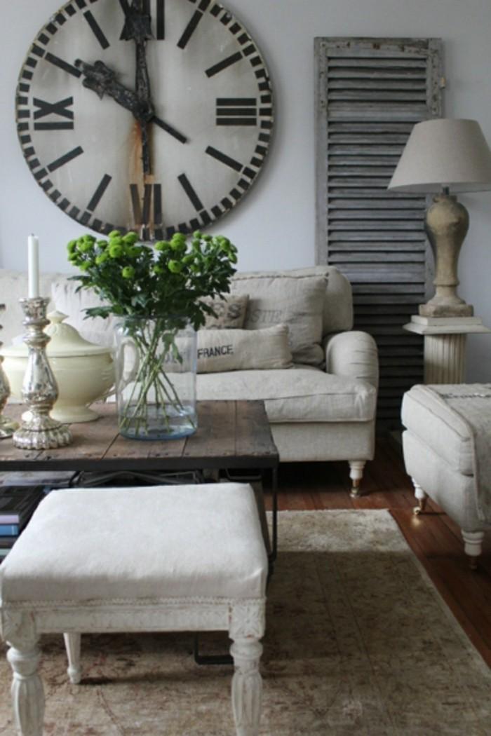 dekoideen wohnzimmer vintage wanduhr helle möbel