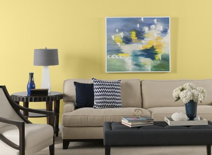 dekoideen wohnzimmer wandbild gelbe wandfarbe beige möbel