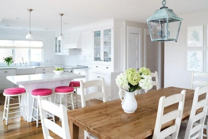 esszimmer einrichten landhausstil holztisch weiße stühle offener wohnplan