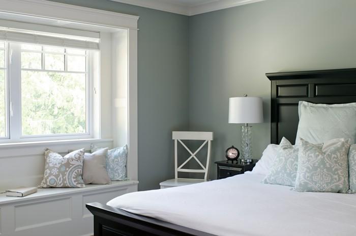 fensterbank wohnideen schlafzimmer dekokissen gemütlich buch lesen
