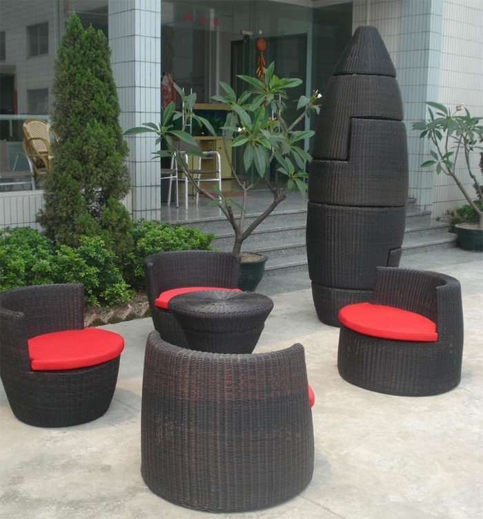 gartenmöbel rattan rote sitzkissen schwarze möbel