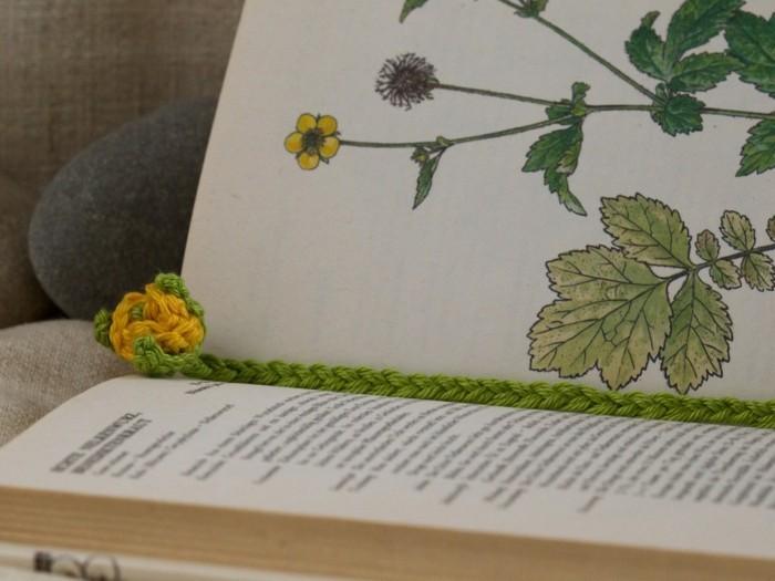 häkelideen lesezeichen rose gelb grün
