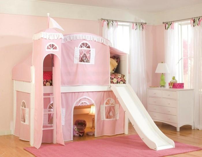 hochbett mit rutsche mädchen rosa teppich weiße gardinen