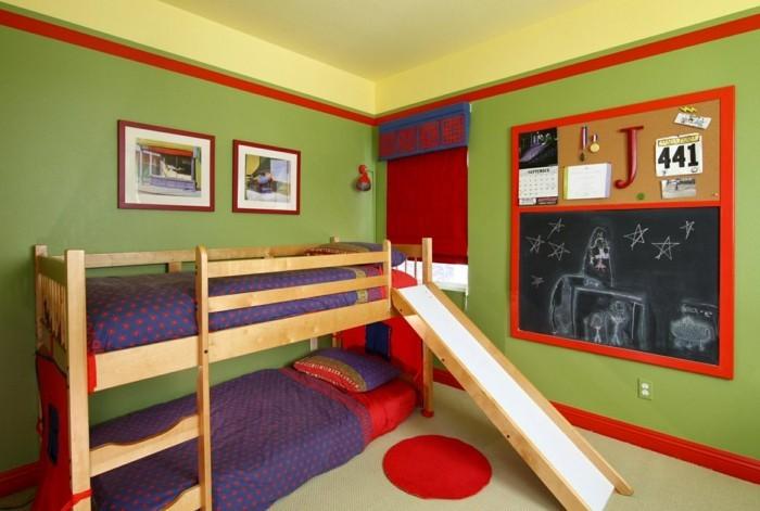 hochbett mit rutsche rote akzente grüne wände