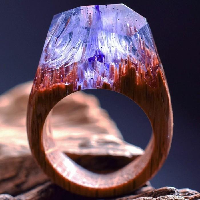 holzschmuck holzring berge kristalle motiv handmade accessoires