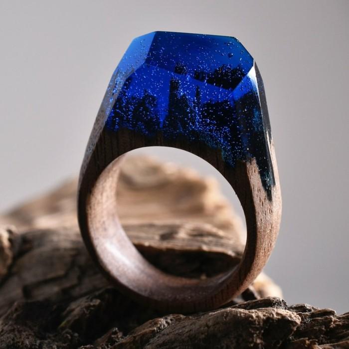 holzschmuck holzring giessharz blau forest