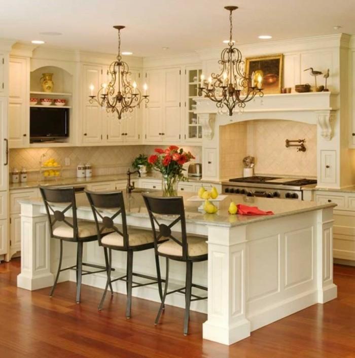 küche streichen ideen creme kücheneinrichtung blumendeko offene regale