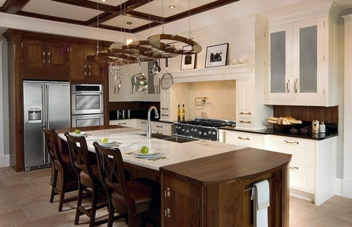 küche streichen ideen creme küchenrückwand arbeitsoberfläche hängelampen