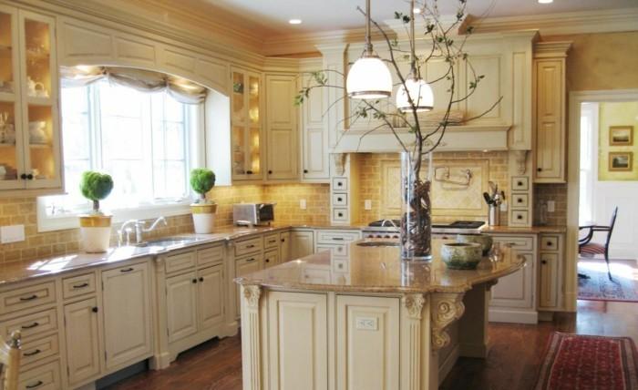 küche streichen ideen creme küchenschränke teppichläufer