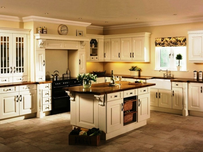 küche streichen ideen creme möbel bodenfliesen einbauleuchten