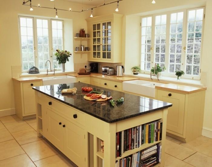 küche streichen ideen creme wände bodenfliesen kücheninsel bücher