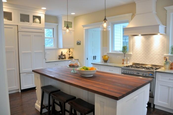 küche streichen in creme und mit einer kücheninsel einrichten