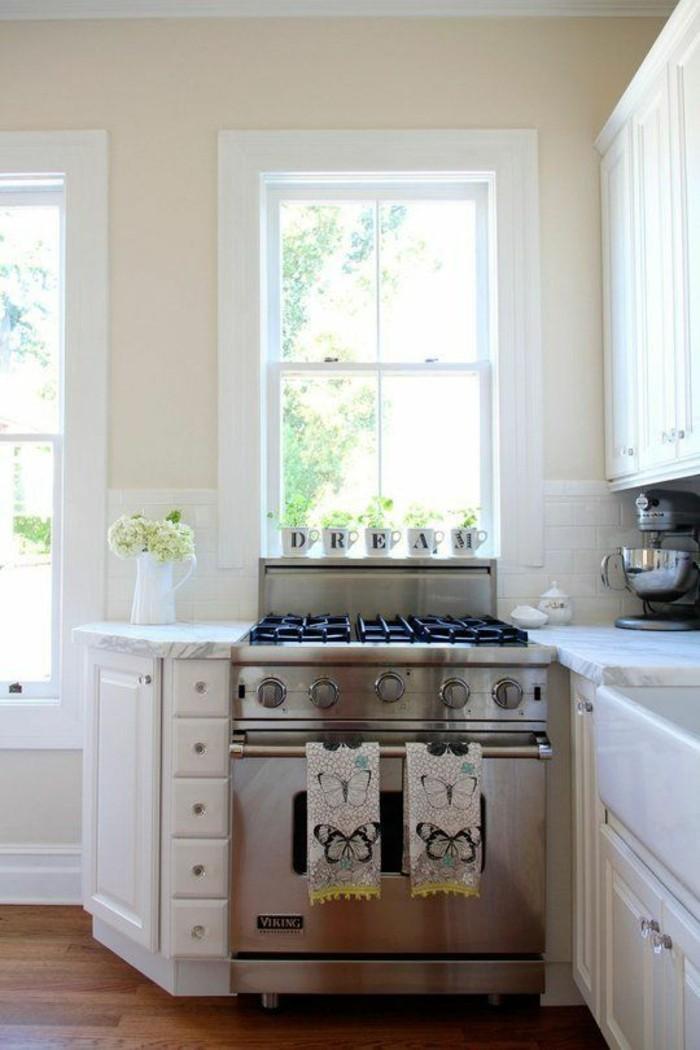 küche streichen in creme und schön dekorieren