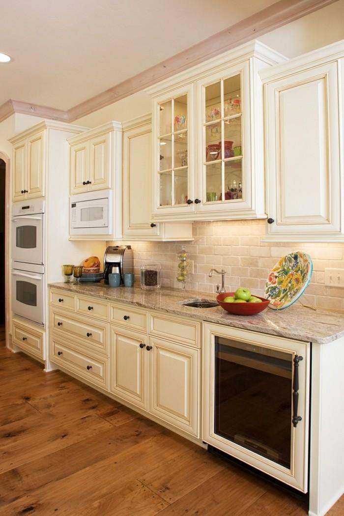 küche streichen ideen in creme mit hölzernem boden