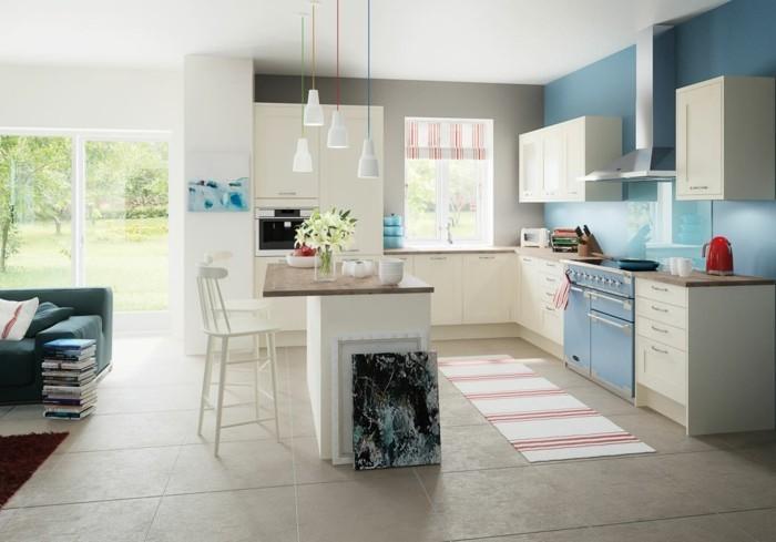 küchendesign mit cremefarbenen küchenschränke und teppichläufer